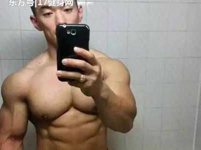 大学的生活就是练肌肉 健身房减肚子计划