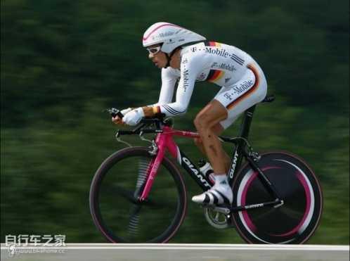 自行车运动员的心率训练 专业自行车运动员速度