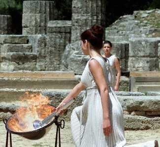 """希腊研究生瑟蕾娅成为奥运""""圣女"""" 希腊圣女"""