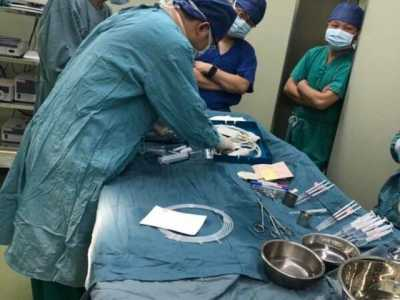 新华医生再次给在妈妈肚子里的胎儿做手术 胎儿在妈肚里手术