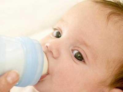 宝妈知道新生宝宝一天的奶量是多少吗 一个月小孩喝多少奶