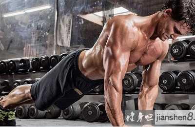 徒手肱三头肌锻炼方法 健身房怎样练肱三头肌