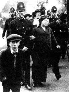 1914年英国女权运动者大规模向国王请愿 美国女权运动新闻