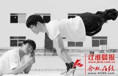 荆州残疾小伙挑战极限运动 极限运动励志
