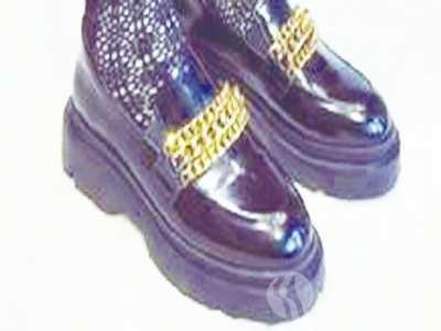 什幺鞋子和风衣搭配好看 大衣搭运动鞋好看不